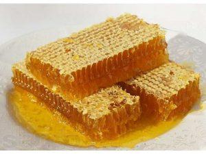 как есть сотовый мед правильно