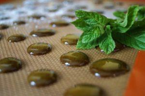 мед с прополисом зеленого цвета