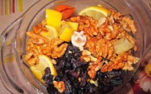 Смесь из кураги, чернослива, изюма, орехов, лимона, меда: польза и вред. Изюм, курага, чернослив, грецкий орех, мед - рецепт.