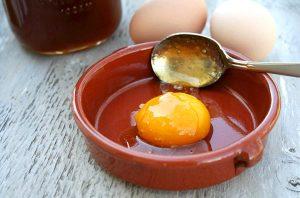 Маска для волос с медом и яйцом: особенности, для чего используют