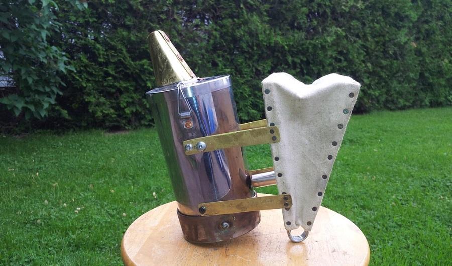 Готовый дымарь пчеловода, сделанный своими руками